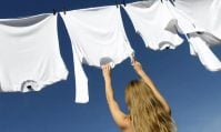 Cách làm quần áo nhanh khô khi trời không nắng