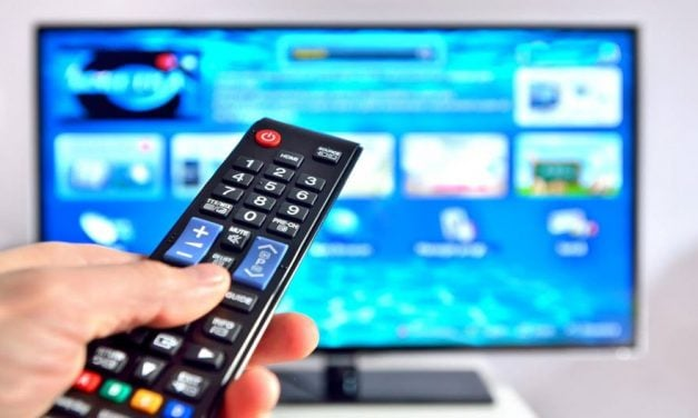 Mách bạn cách sử dụng tivi đúng cách giúp tiết kiệm điện đáng kể