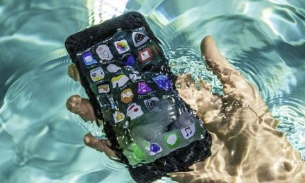Cách xử lý nhanh điện thoại rơi xuống nước hiệu quả nhất