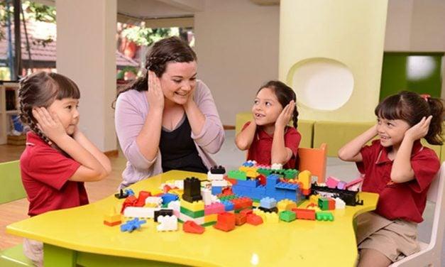 Bố mẹ nên chọn đồ chơi nào để trẻ phát triển những năm đầu đời