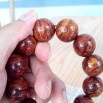 Cách phân biệt vòng tay gỗ sưa thật và giả