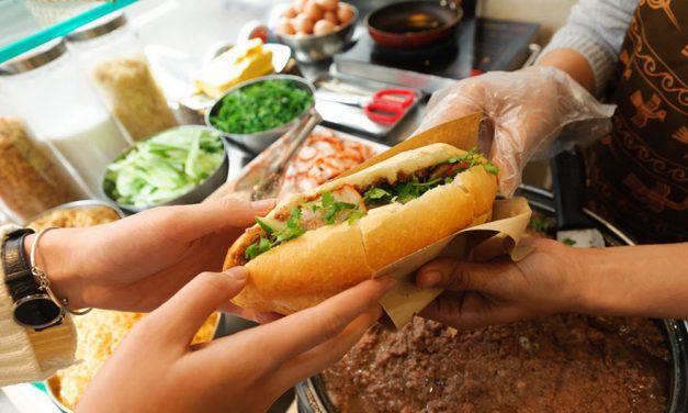 Top 5+ địa điểm bánh mì ngon nhất định phải thử ở phố cổ Hà Nội