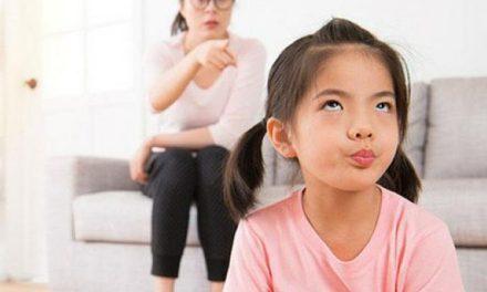 Cách cha mẹ ứng phó với trẻ bướng bỉnh