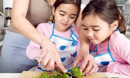 6 Cách giúp con thích làm việc nhà