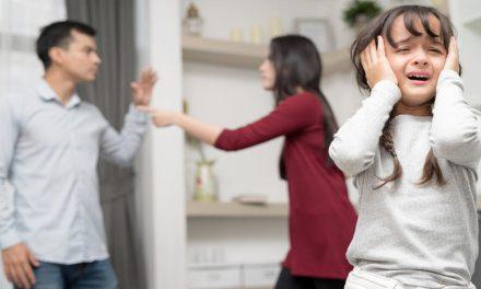 Cha mẹ ly hôn làm sao để con tránh khỏi cú sốc tâm lý