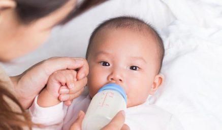 Bé thường bị trớ hay ọc sữa và hướng xử lý kịp thời, đúng đắn
